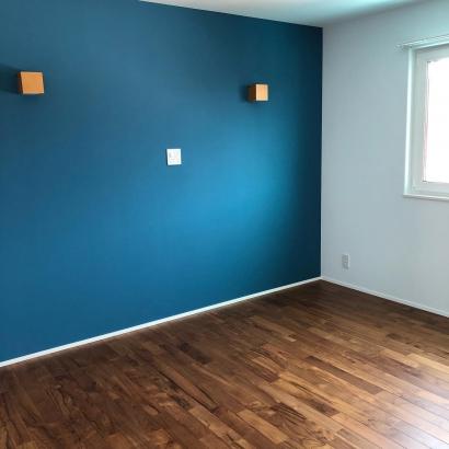 寝室は好みのカラーでアクセント