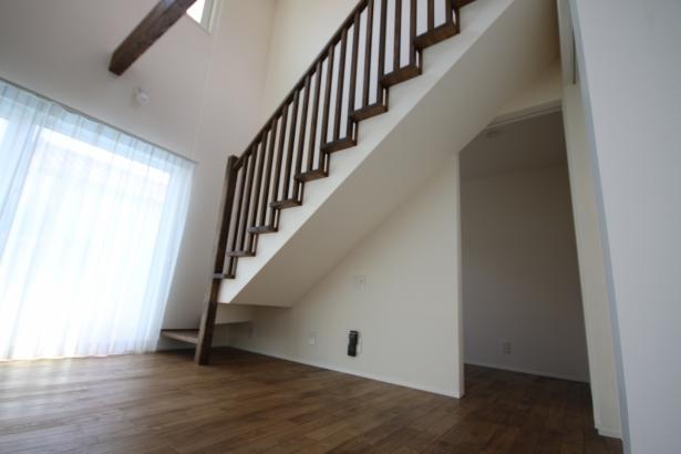 """趣味や仕事に集中したいときは階段の奥の""""集中部屋""""へ"""