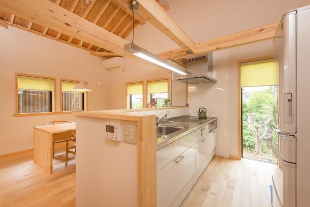 茨城県石岡市明るさと開放感のある対面式キッチンで会話も弾みます