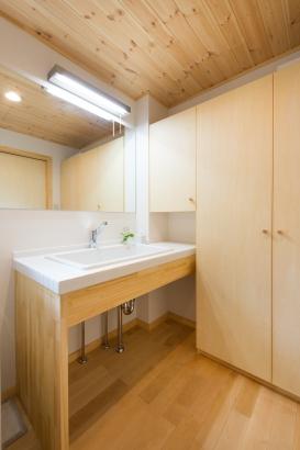 茨城県石岡市造作洗面化粧台造り付け家具だから地震でも倒れてきません