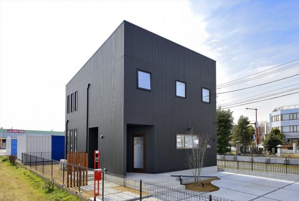 キューブスタイルの店舗兼住宅(外観)