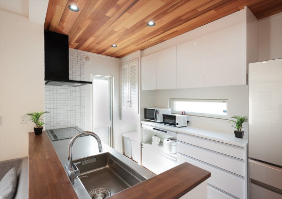 不二建設_「軽井沢」の別荘をイメージした白い家