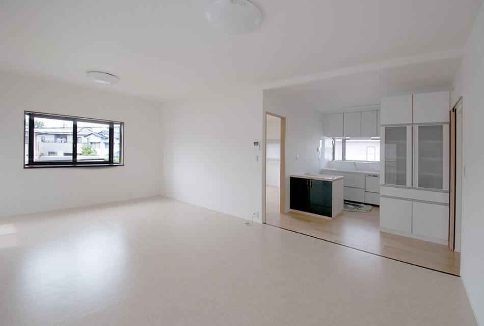 2.[LDK]ダイニングとキッチンを一つの空間に!